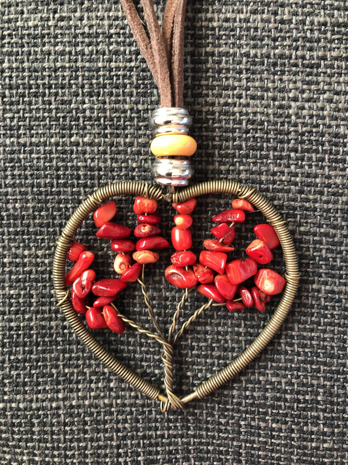 Colgante corazón con árbol de la vida color rojo