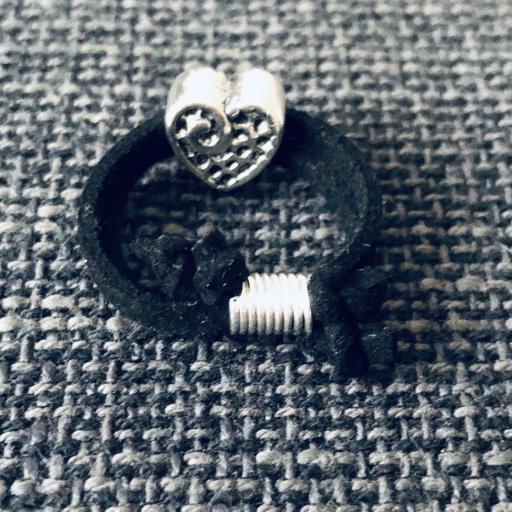 Anillo corazón en antelina negra [2]