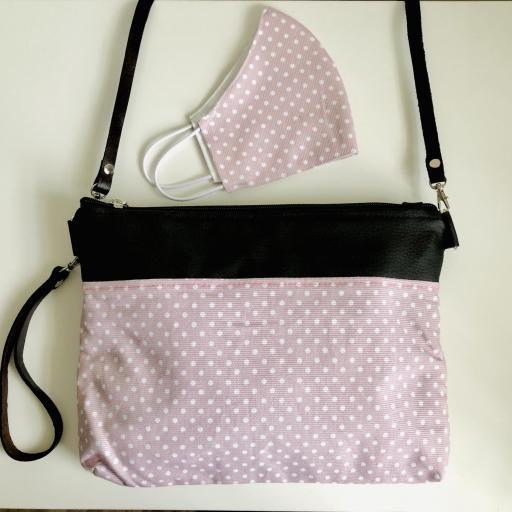 Bolso de mano o bandolera rosa con topitos blancos