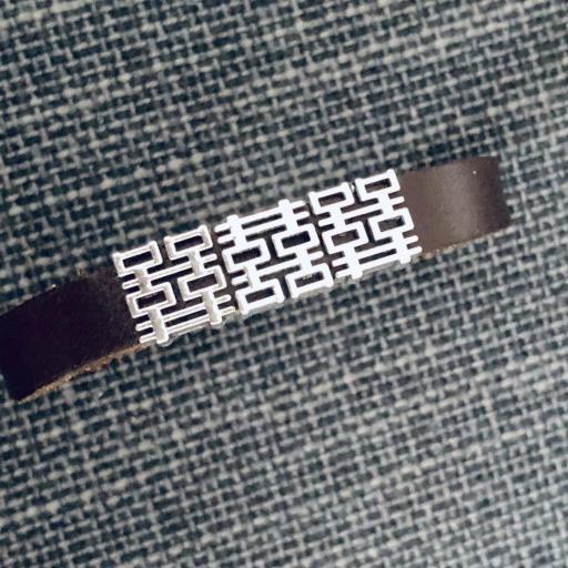 Pulsera de cuero marrón con motivos geométricos
