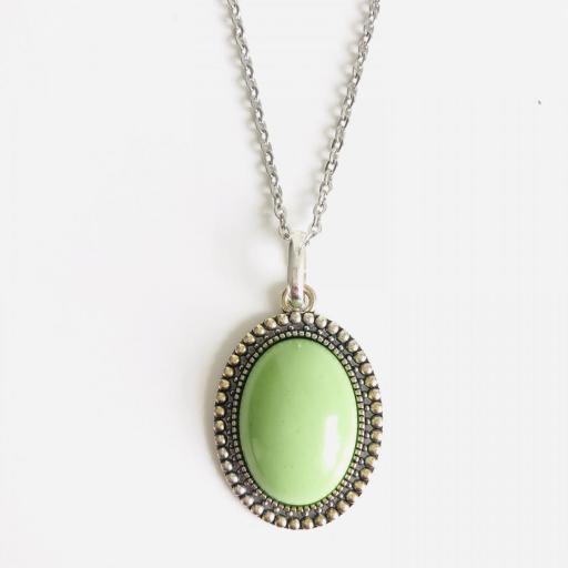 Colgante ovalado  de resina verde lima