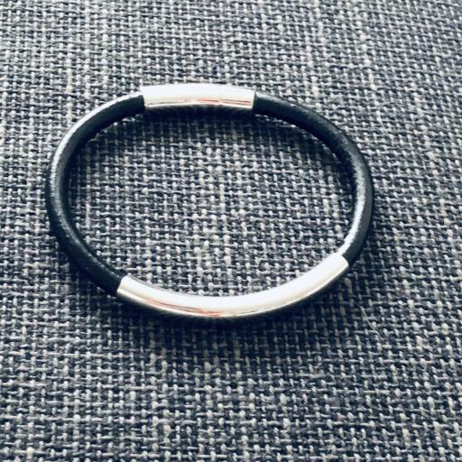 Pulsera unisex de acero y cuero negro