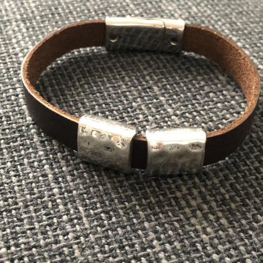 Pulsera unisex con cuadrados metálicos y piel marrón  [0]