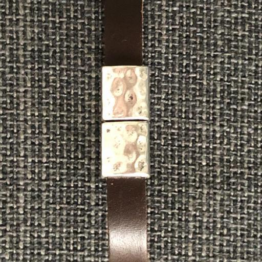 Pulsera unisex con cuadrados metálicos y piel marrón  [1]