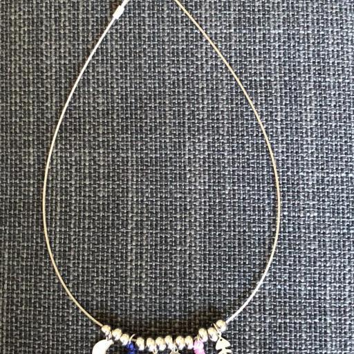 Collar con  bolitas ,lunas , raspas y pompones azul y violeta [2]