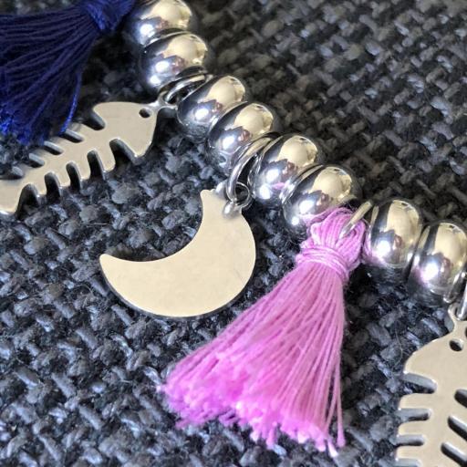 Collar con  bolitas ,lunas , raspas y pompones azul y violeta [1]