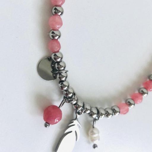 Pulsera elástica de bolas plateadas, con pluma y tonos rosa [1]