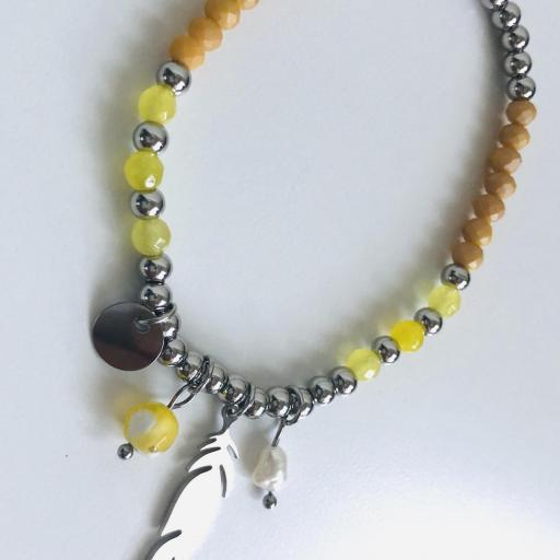 Pulsera elástica de bolas plateadas, con pluma y tonos amarillos [1]