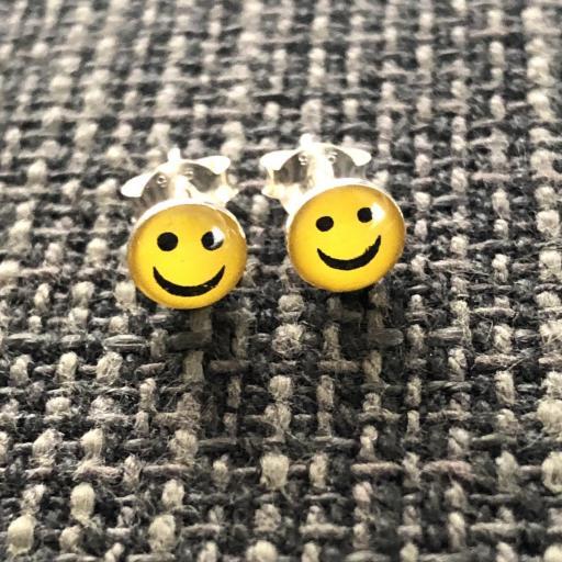 Pendientes plata con emoticono sonriente