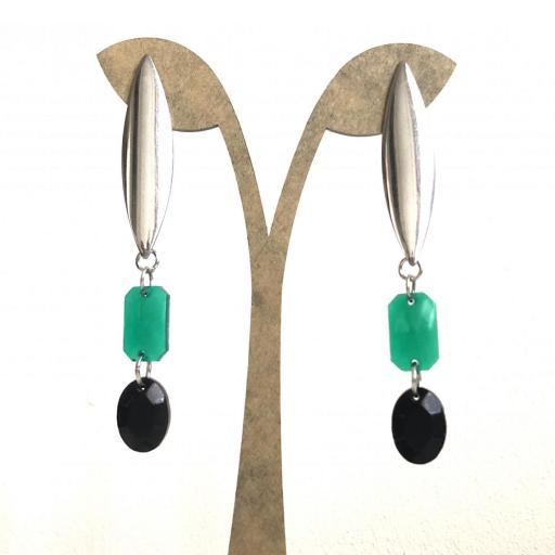 Pendientes geométricos ovalados con piezas de resina en color verde y negro
