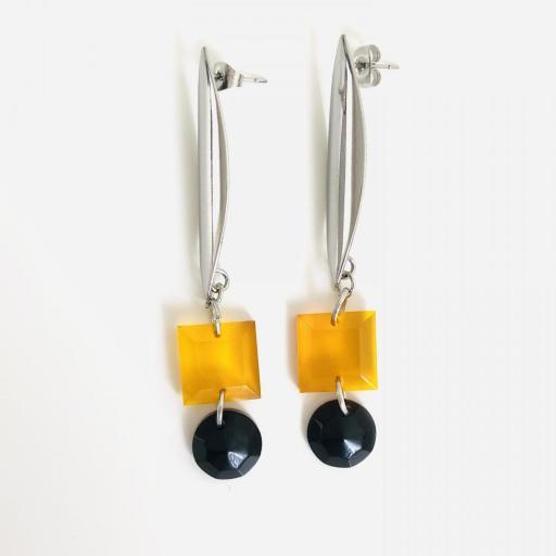 Pendientes  geométricos  ovalados con piezas de resina en color miel y negro [2]