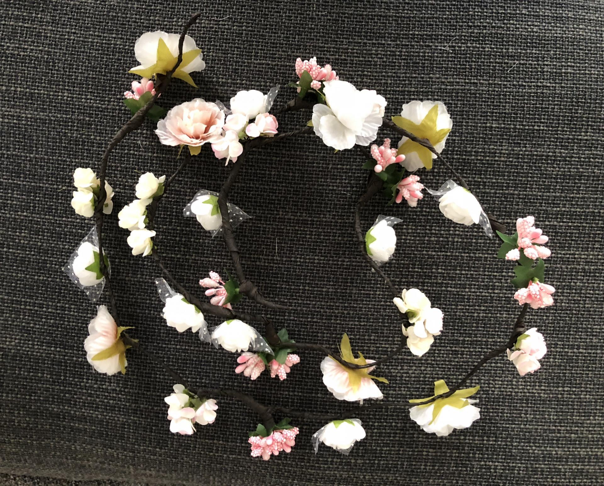Tocado de flores en forma de tira