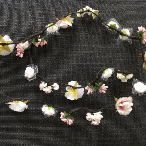 Tocado de flores en forma de tira  [2]