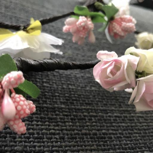 Tocado de flores en forma de tira  [1]