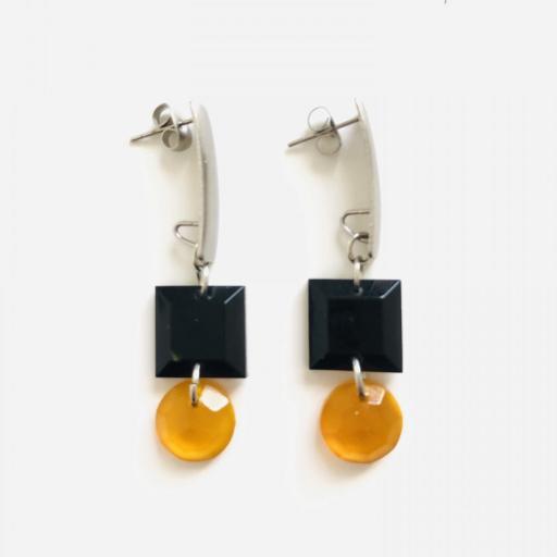 Pendientes geométricos rectangulares con piezas de resina en color miel y negro [2]