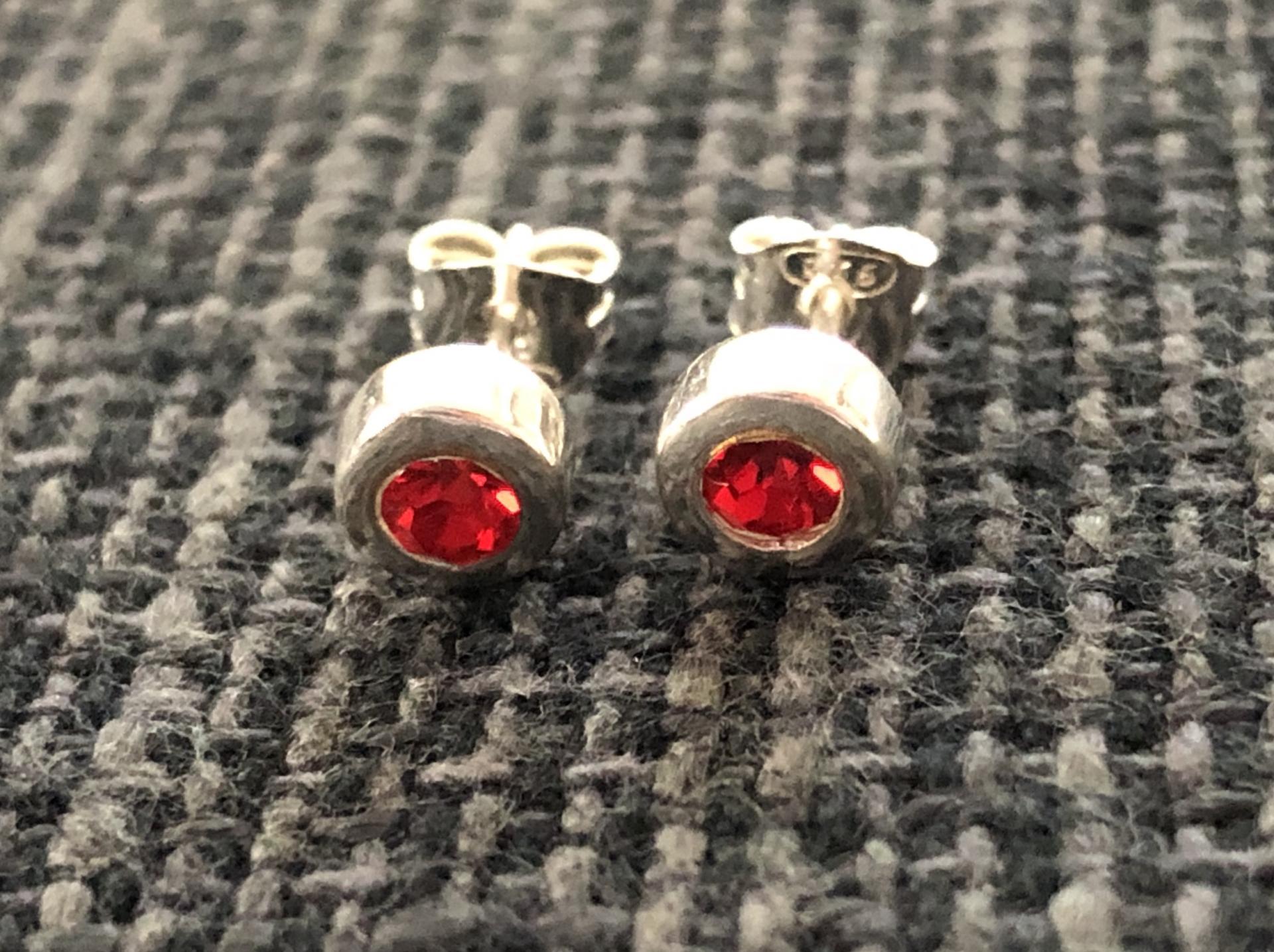 Pendientes de plata con  cristal rojo