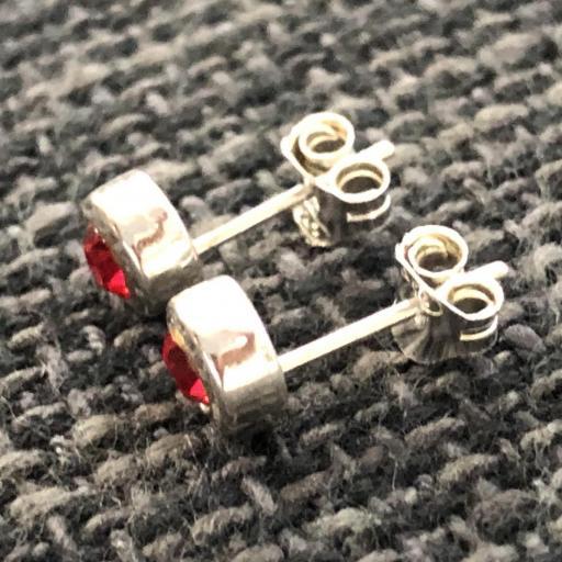 Pendientes de plata con  cristal rojo [1]