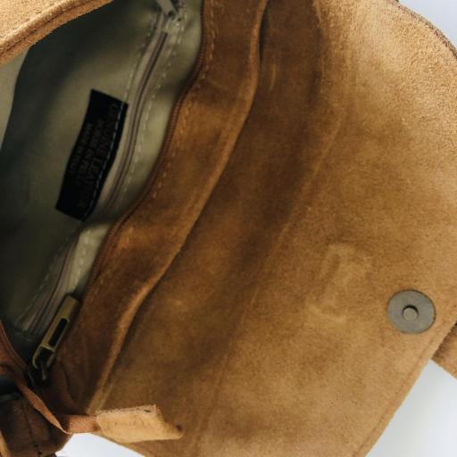 Bolso italiano de ante en color marrón ocre [2]
