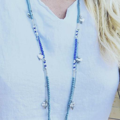 Collar fantasía azul  con corazones  y cadena  plateada [1]