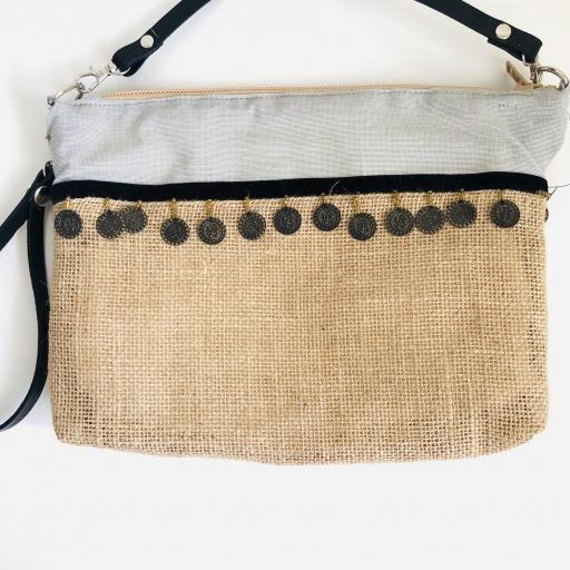 Bolso en tela de saco, tela gris y monedas