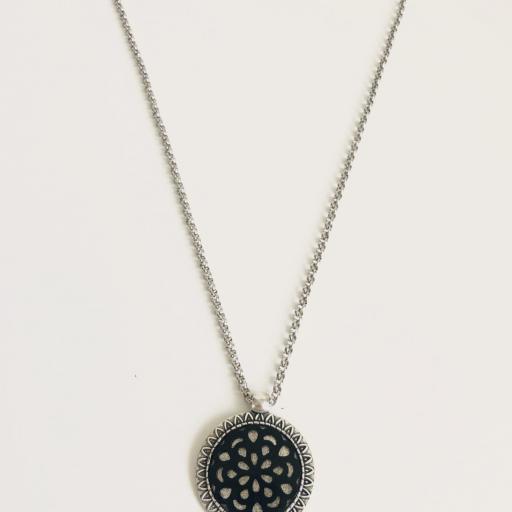 Colgante mandalade negro con cadena de acero [3]
