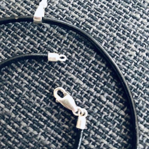 Colgante cruz de plata con cordón de cuero [2]