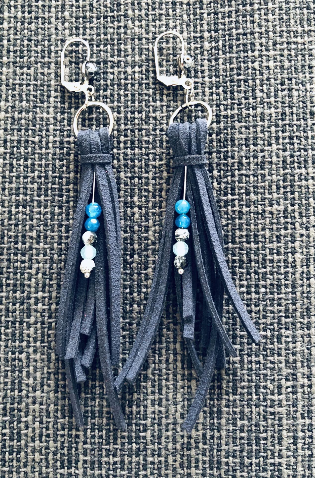 Pendientes de antelina color azul marino y piedra natural turquesa