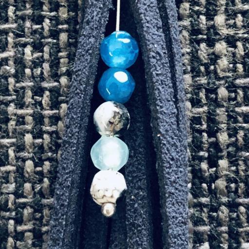 Pendientes de antelina color azul marino y piedra natural turquesa [1]