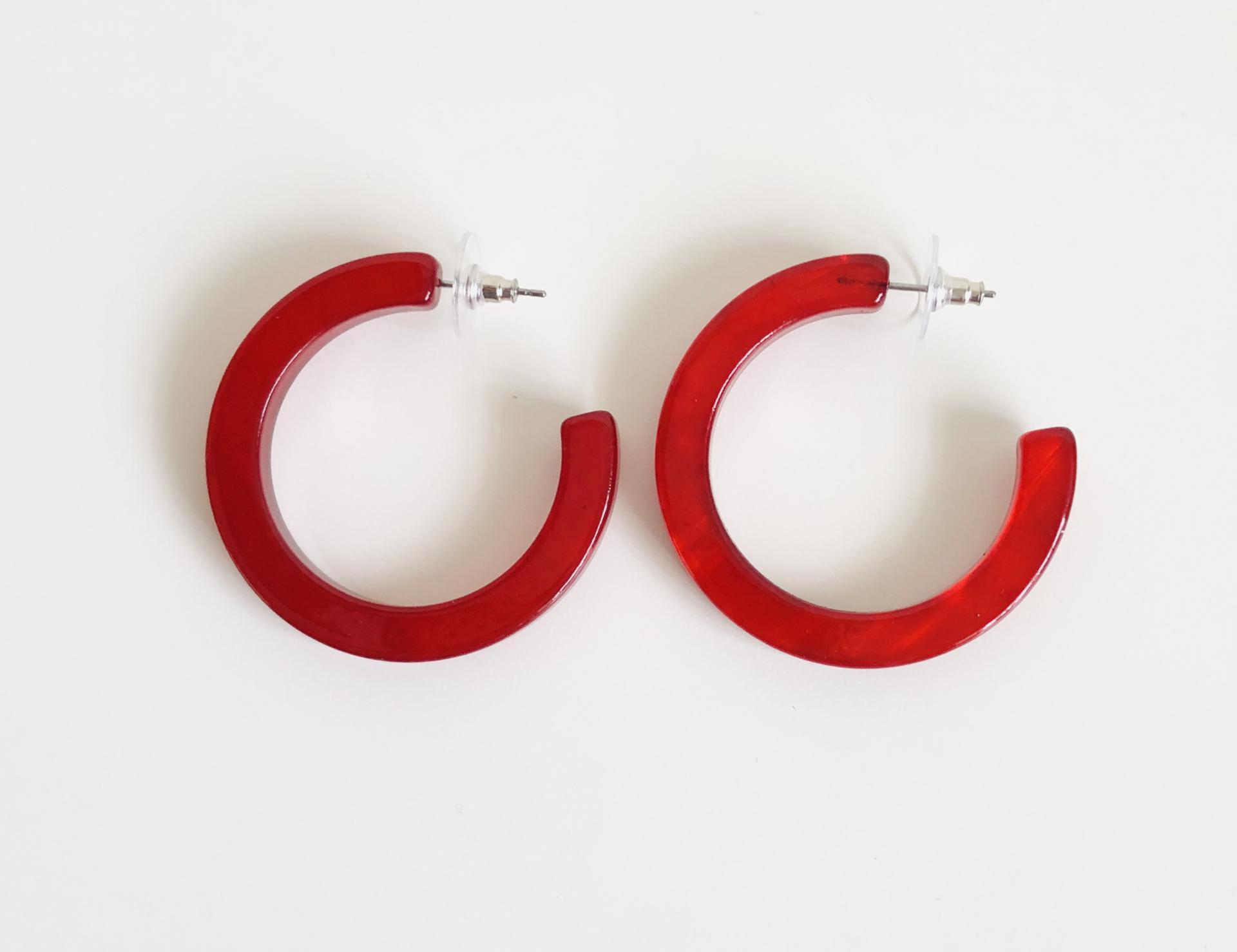Pendientes de resina color rojo