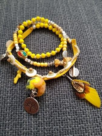 Pulsera étnica amarilla