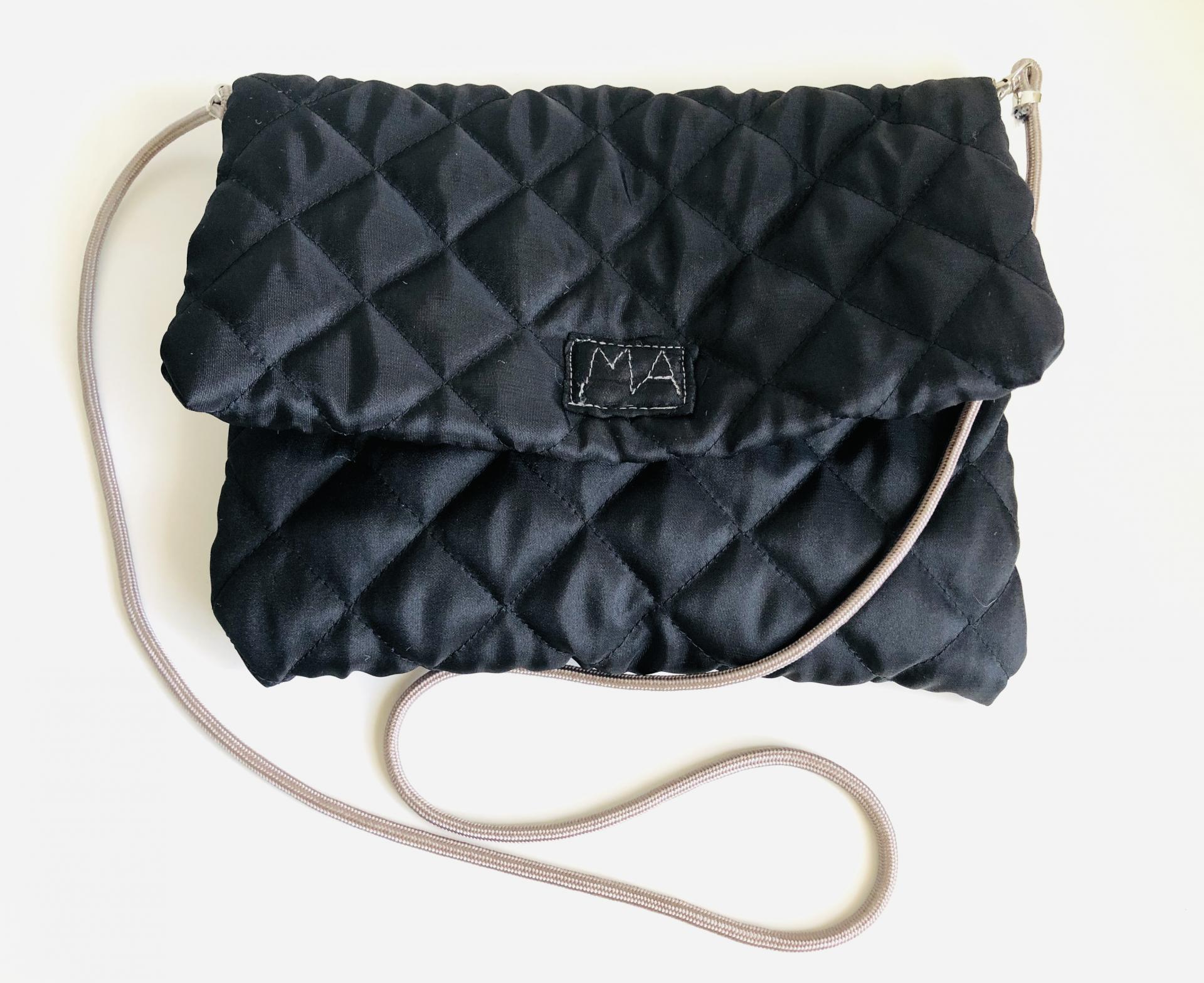 Bolso sobre colección ROSE color negro con cordón visón