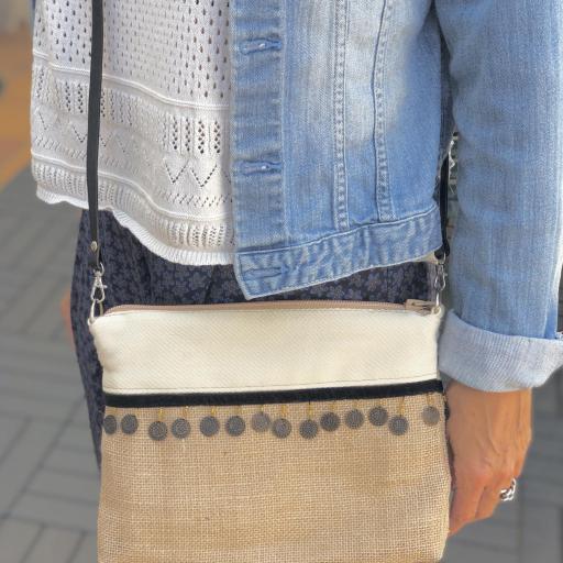 Bolso en tela de saco, tela color crema y monedas [1]