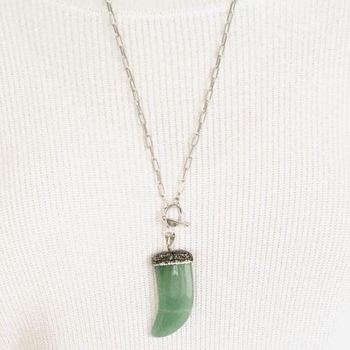 Colgante cuerno  de cuarzo verde natural  y cristales [1]