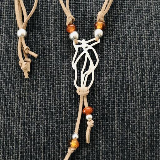 Collar artesanal de plata y ámbar natural