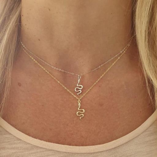 Colgante serpiente de plata rodiada con baño de oro [3]
