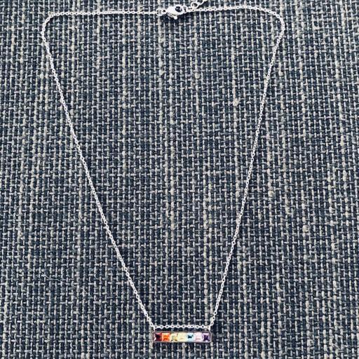 Colgante de acero plateado con cristales cuadrados de colores [1]