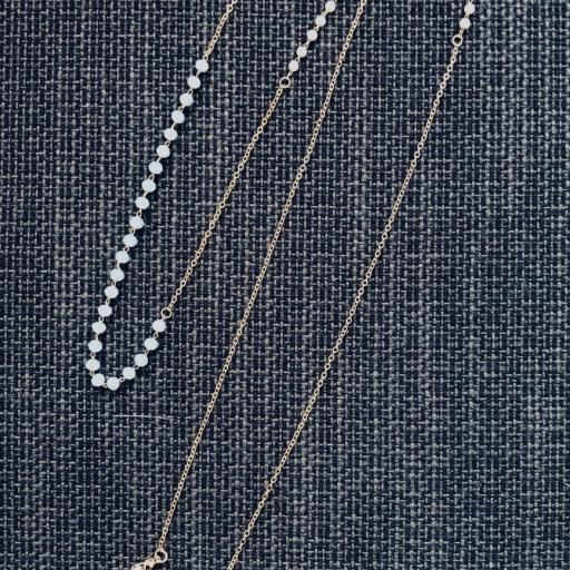 Cadena gafas de acero dorado, bolitas de strass color celeste y perlas blancas [1]