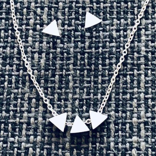 Conjunto de pendientes y colgante triángulo