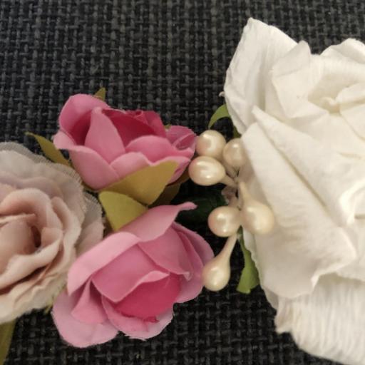 Corona con flores de papel y tela [3]
