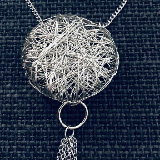 Collar ovillo  plateado con cadenas  [1]