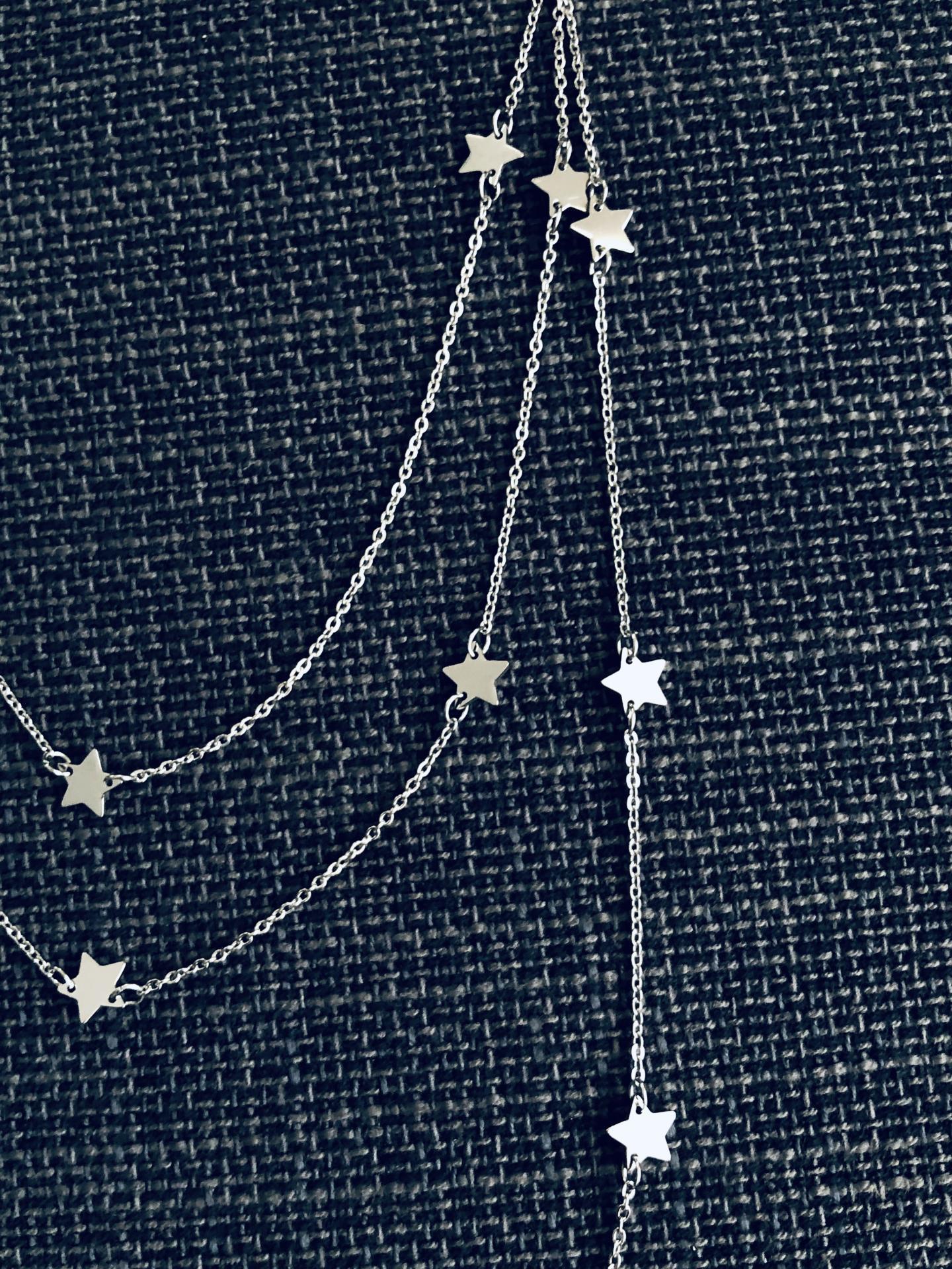 Collar triple  de estrellas plateadas