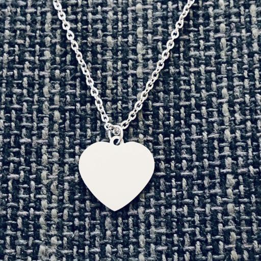 Collar de triple cadena con corazones, bolitas y colgante de corazón [1]