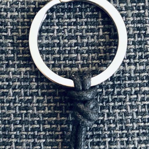 Llavero con tubo ovalado de acero color negro [2]