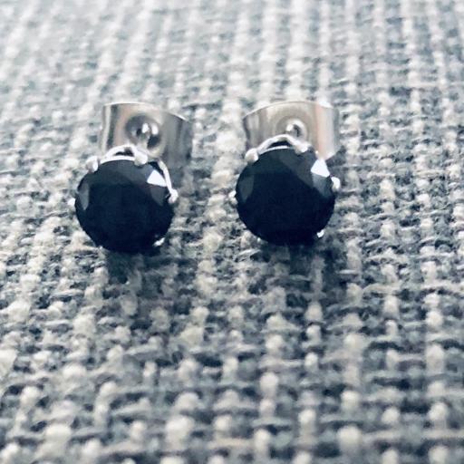 Pendientes de botón con cristal negro engarzado