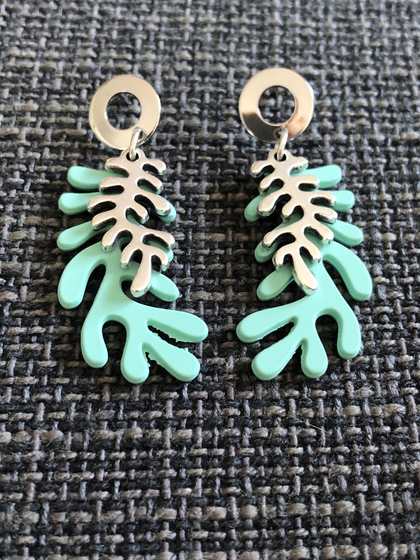 Pendientes con forma de coral en color verde turquesa y plateado
