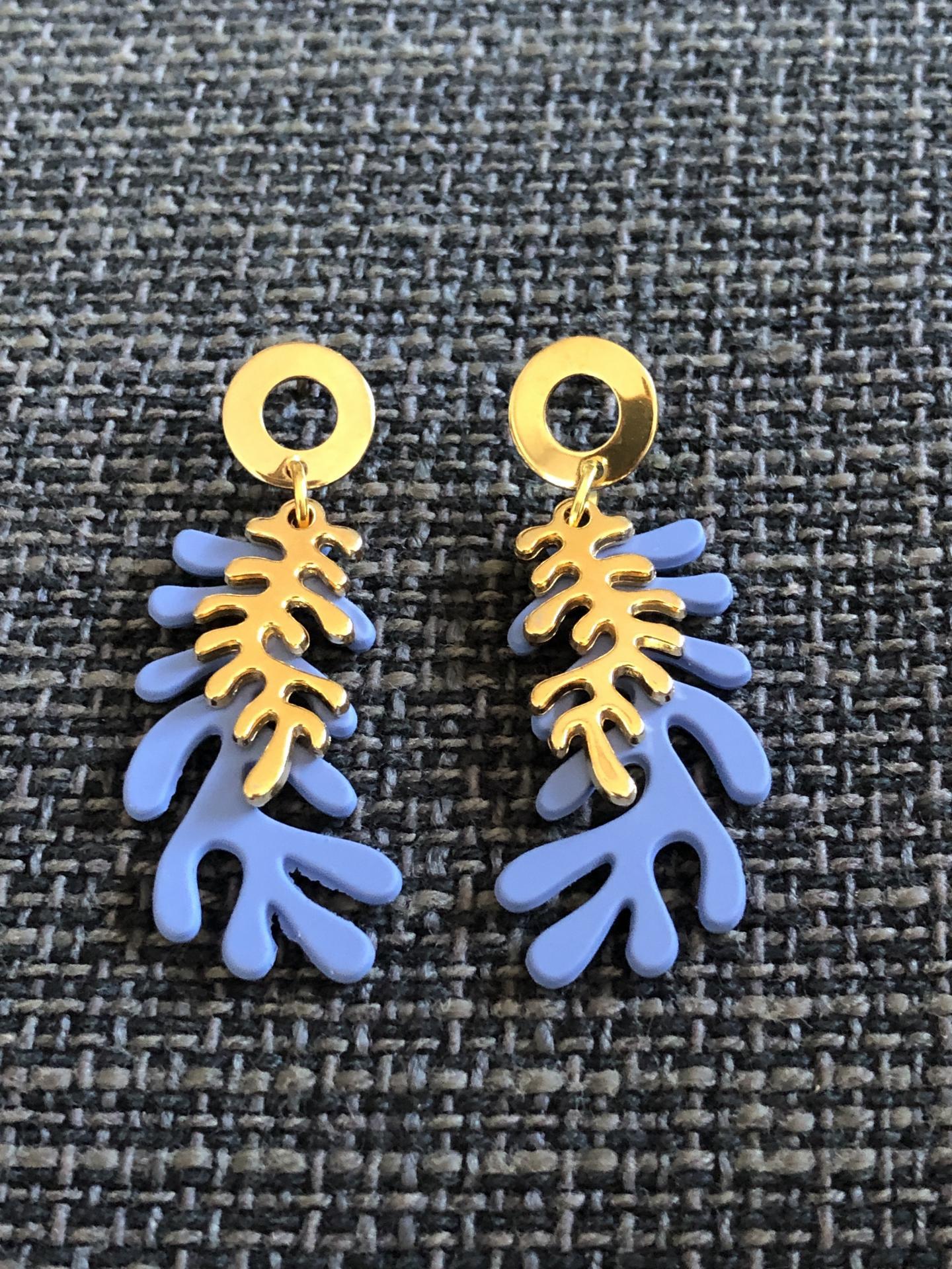 Pendientes con forma de coral en color azul y dorado
