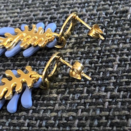 Pendientes con forma de coral en color azul y dorado [1]
