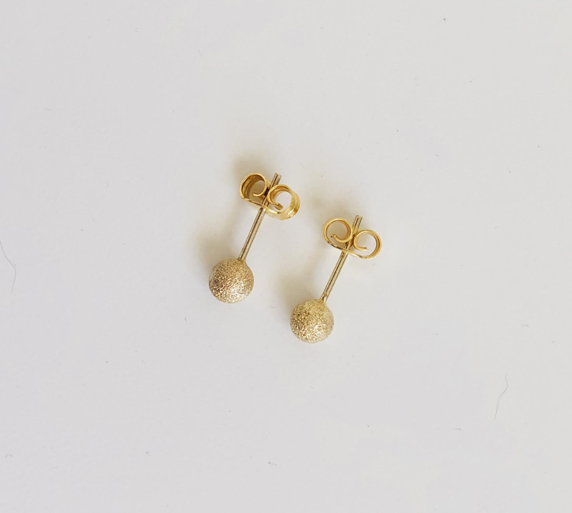 """Pendientes de botón colección """"Valentina"""" en baño de oro amarillo"""
