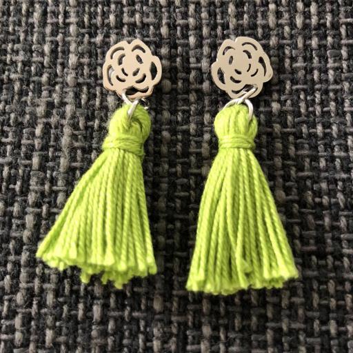 Pendientes con flor y borla verde
