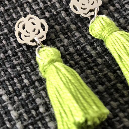 Pendientes con flor y borla verde  [1]